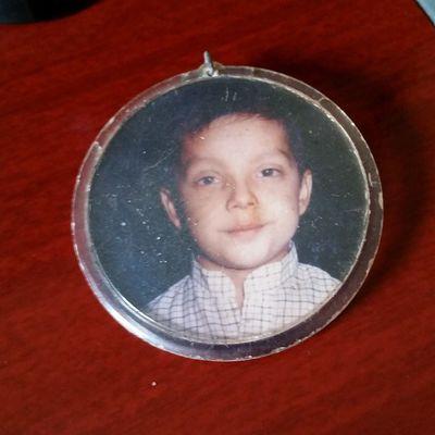 Chaveiro que guardo da infância. Deveria ter cerca de 6 anos na foto. Infancia