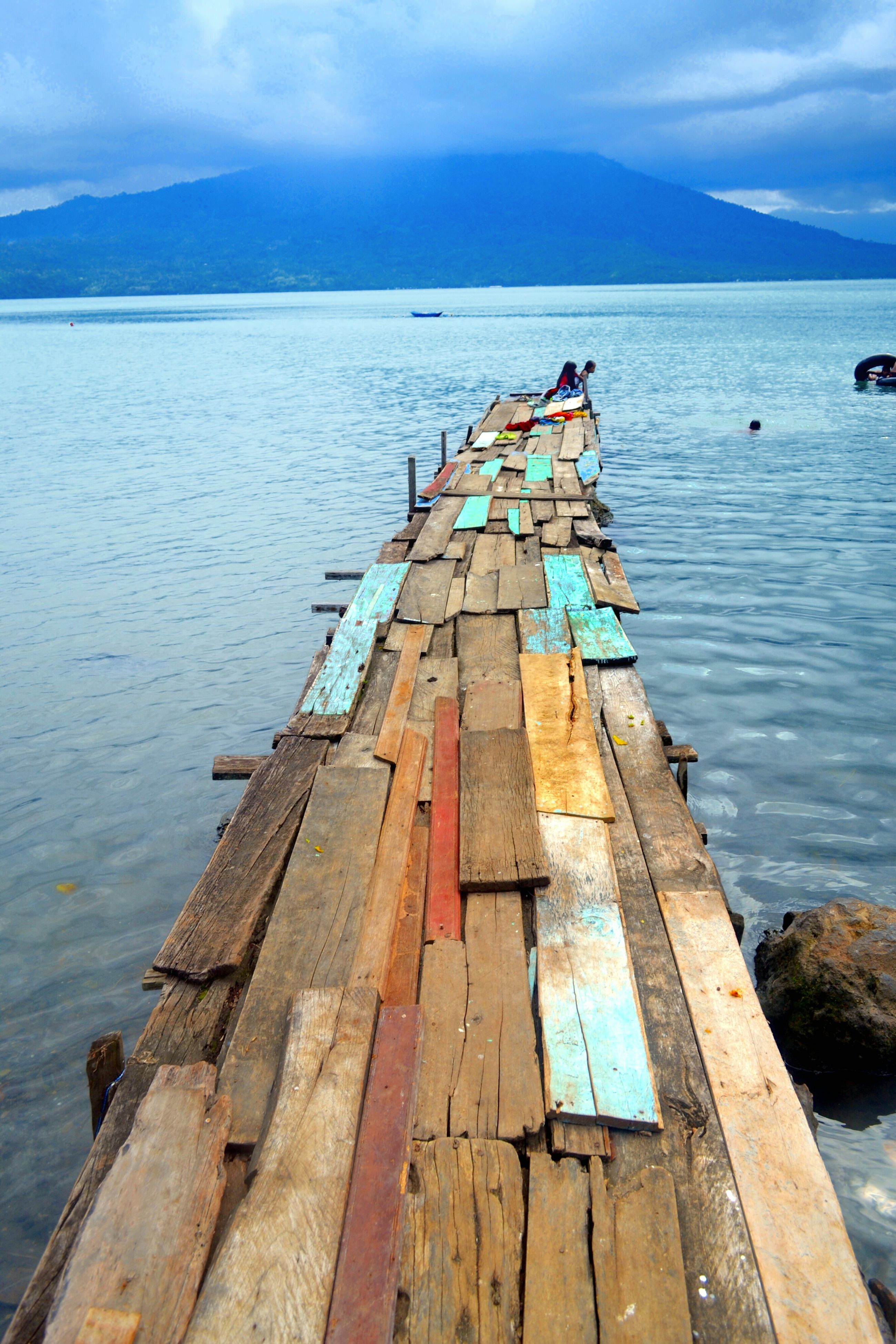 water, sea, pier, wood - material, sky, tranquility, jetty, tranquil scene, nature, scenics, nautical vessel, beauty in nature, lake, wood, transportation, animal themes, rippled, day, boat, railing