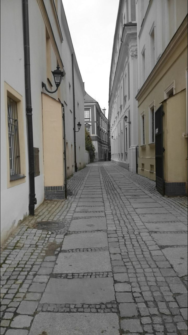 building exterior, architecture, the way forward, cobblestone, built structure, outdoors, day, no people, walkway, sky