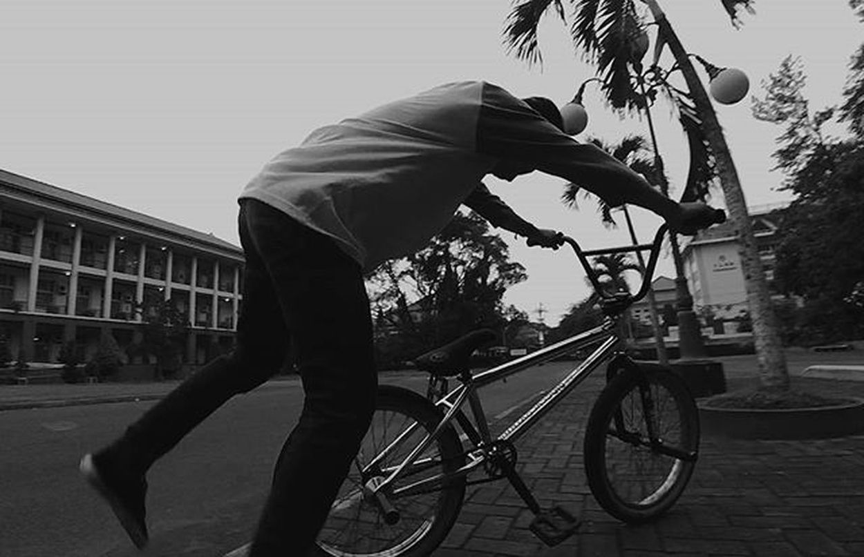Sunday for the kid 😃 Instagram Instabmx Bmx  Gspteam Badluckbmx Anaksoksibuk Igerssmayk Gjindonesia Streetmeetina Dareyk Badass Straightouttaheart Selo Wethepeoplebmx Streetculture FUK