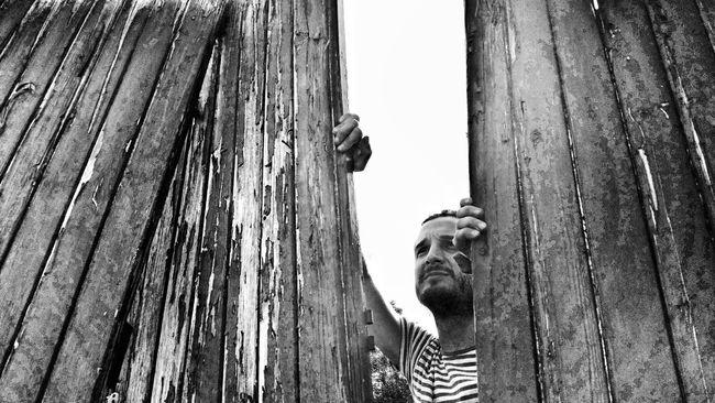 The wall Taking Photos Blackandwhite Black & White Pictureoftheday Luz Light Introspection EyeEm Gallery Eyeemphotography Street Portrait EyeEm Bnw Streetphotography Streetphoto_bw Streetphotography_bw Blancoynegro EyeEm Best Shots EyeEm Best Shots - Black + White EyeEm Best Shots - People + Portrait Quotidian PortraitPhotography