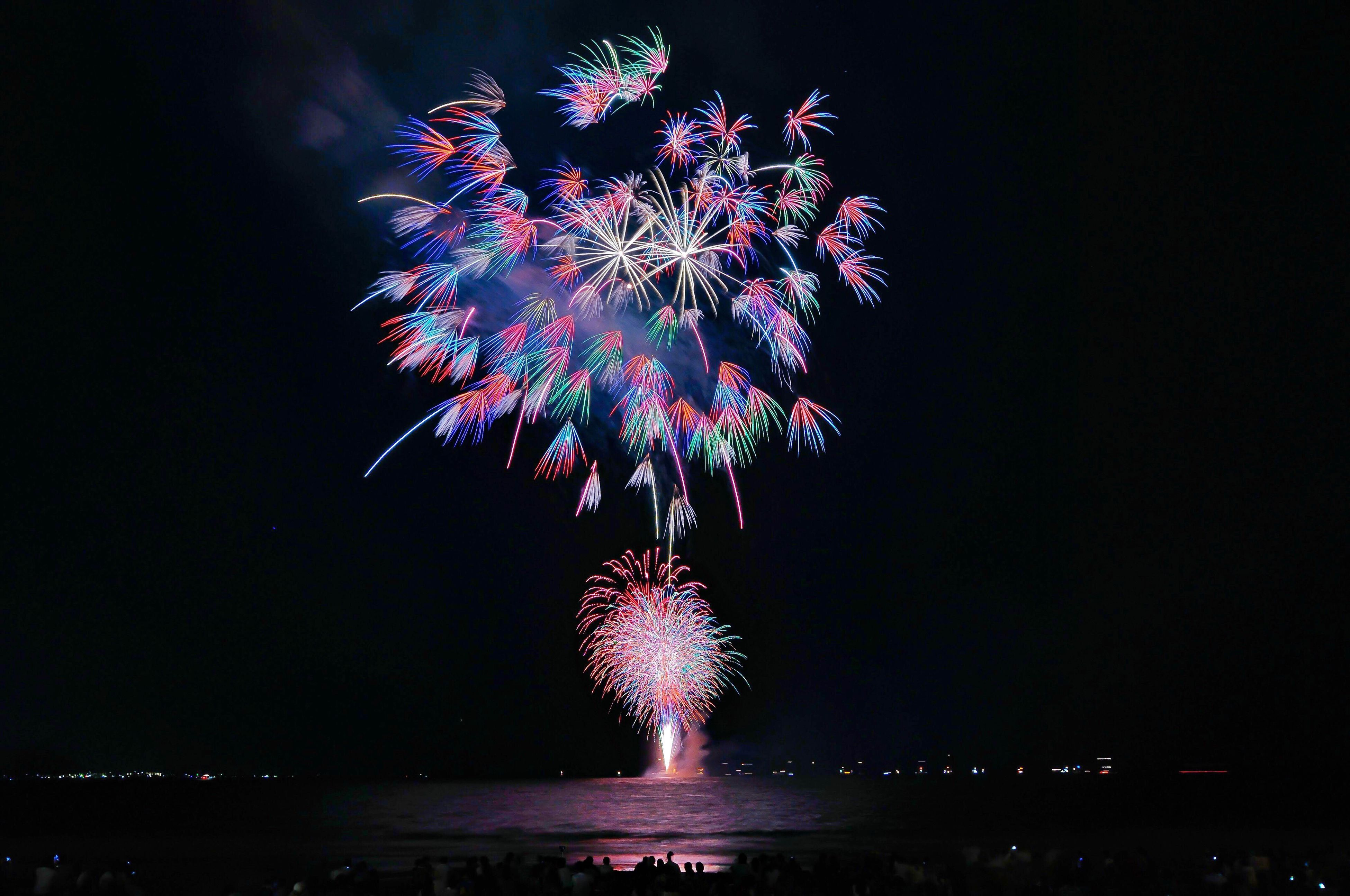 EyeEm Selects Night Firework Display Celebration Exploding Firework - Man Made Object Long Exposure Event Low Angle View Blurred Motion Arts Culture And Entertainment Illuminated Multi Colored Motion Firework Sky Outdoors No People Water Beach 由比ヶ浜 鎌倉 Waterfront 千輪菊