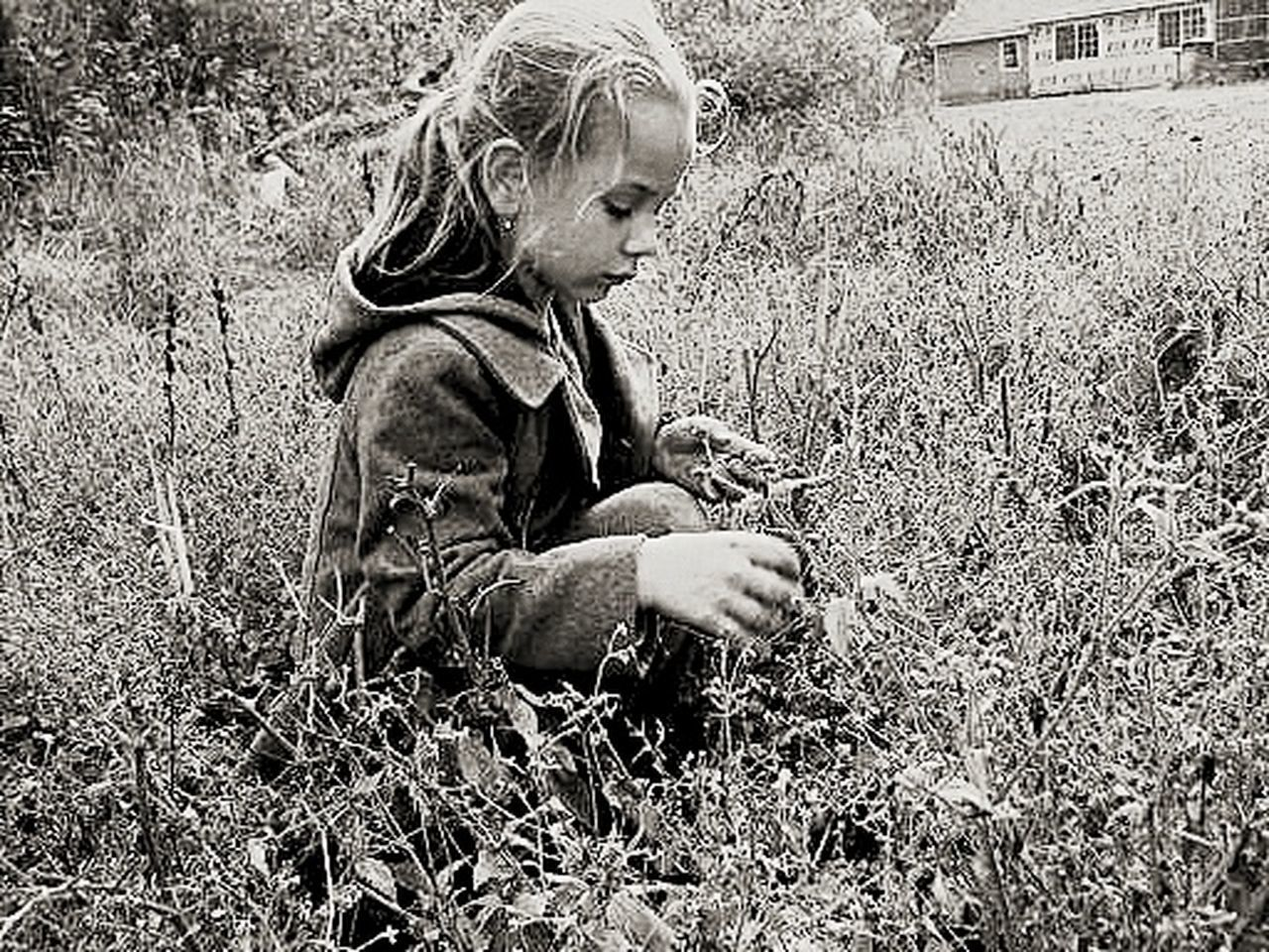 Childhood Nature Close-up Grass Outdoors One Girl Only Childhoodunplugged MyGIRL Fresh Mind Fresh Thoughts SlowDown