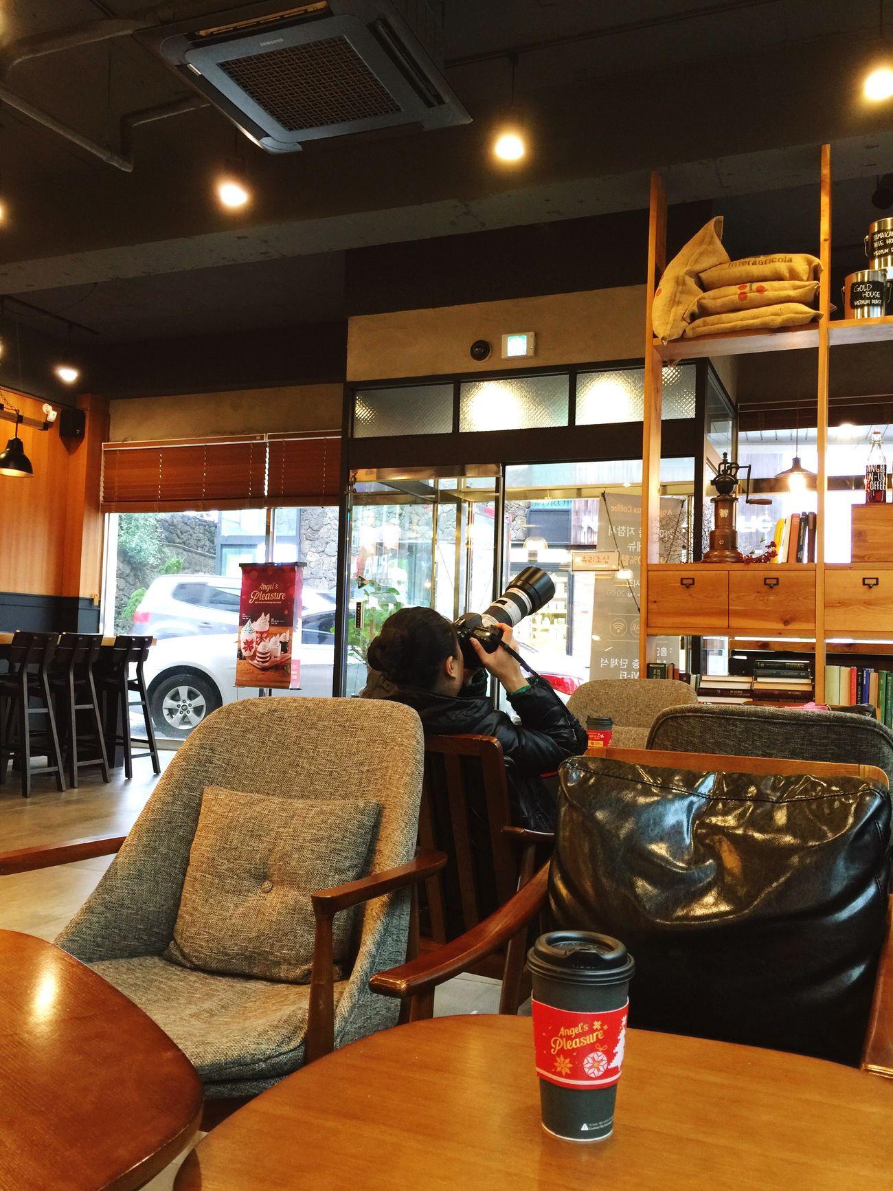 Fotógrafa china en un café de la isla JEJU , Corea😀