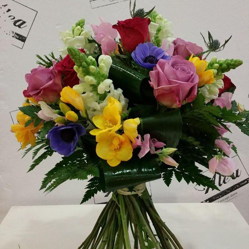 Hoy estaremos abiertos hasta las 21:00 en nuestros tres centros de Vigo. Pedidos en el 986138860 No dejes a tu madre sin sus flores favoritas Alea Conceptstore Aleafloristerias Flores Fleurs Fiori Blumen Bouquet Diadelamadre Mama Mami Mum Lovemyjob