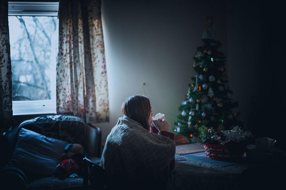 Beautiful stock photos of weihnachtsbaum, christmas, home interior, indoors, sofa
