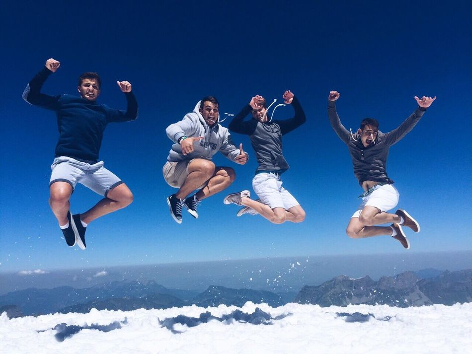 Alternative Fitness i'm on top of the world ,hey ! Mount Titlis Switzerland Jump Cheese! Hello World Taking Photos Enjoying Life Action On Top Travel With Friends Best Memories Fitness Beautiful Day Snow Ice Blue Sky Clear Sky Check This Out