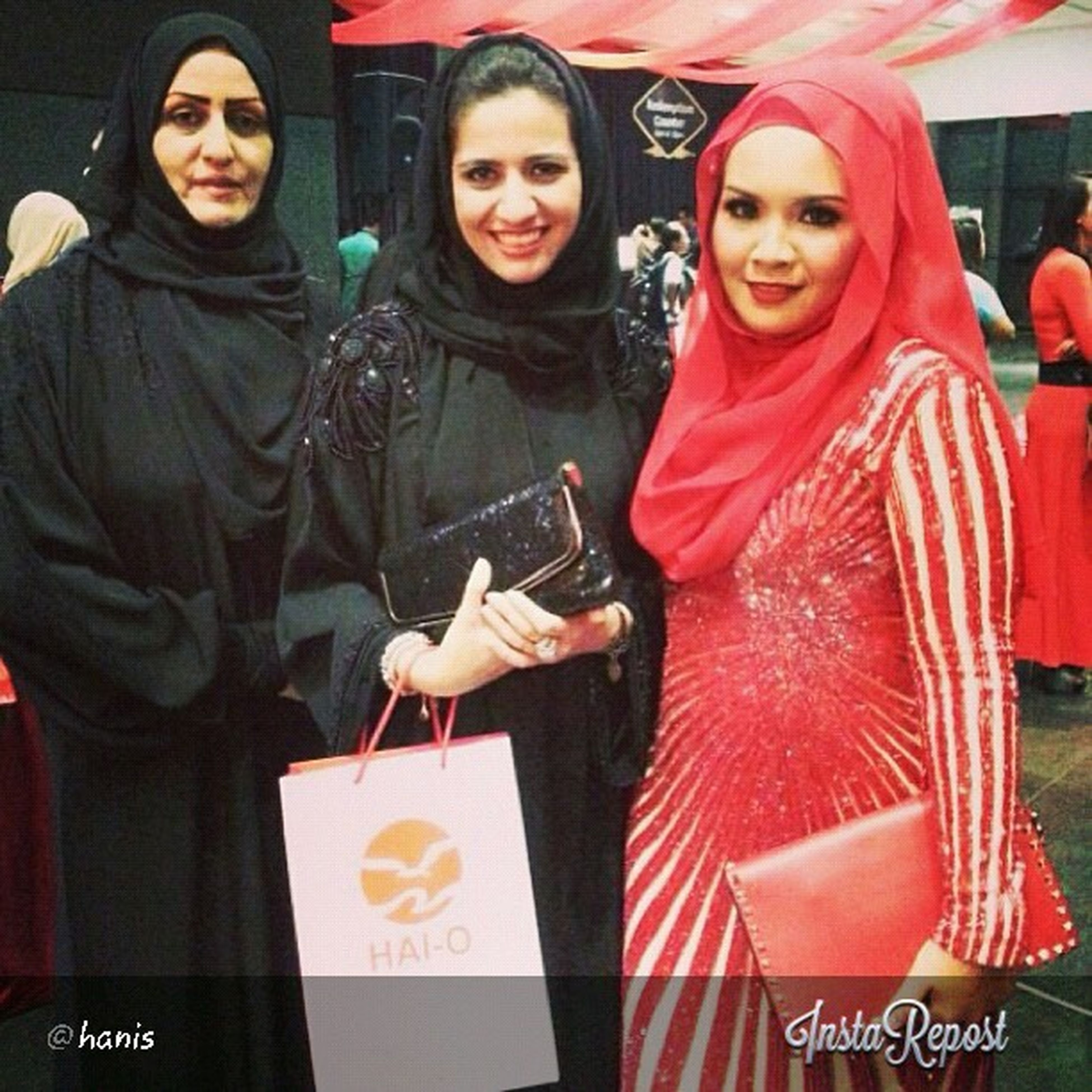 Hanis with partners from Qatar! Our business has spread to outsider. As an Pioneer in Social Media Marketing, there is no boundaries to introduce our business outside of Malaysia. And we make it through! Alhamdulillah, here it is! Pbqatar Glamprenuer Glam Hanishaizi world success gorgeous arabian linazahrah linazahrahdotcom