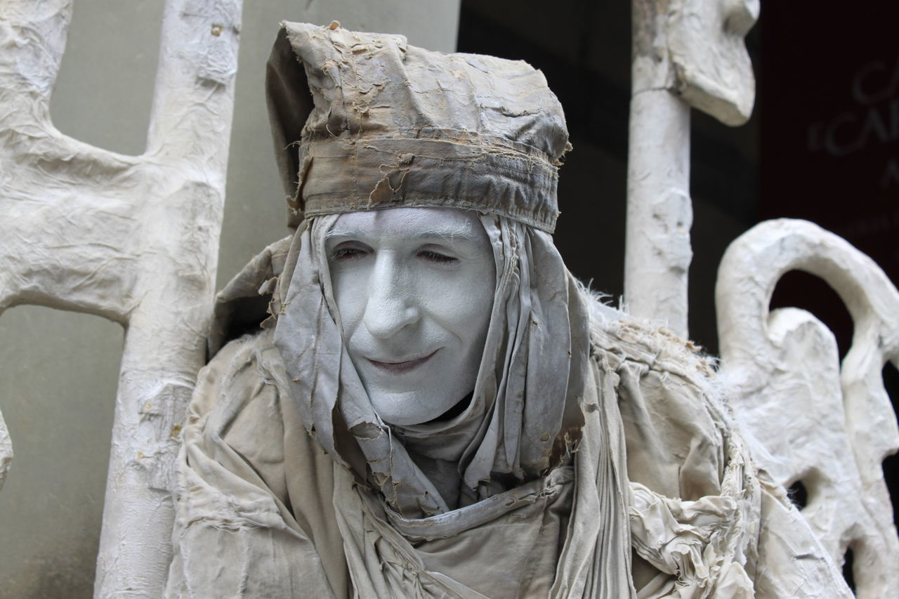 Actor Artista Di Strada Beauty Day Desaturated Firenze Firenze Sogna Human Body Part Italy Nofilter One Person Outdoors People Portrait Ritratto Sculpture Statue Streearteverywhere Urbanphotography White Color