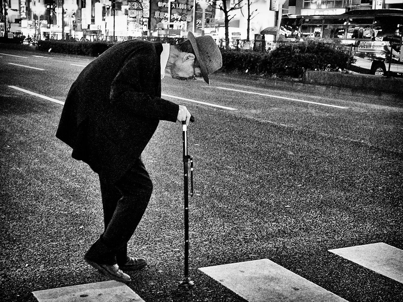 トーキョー・ブルース ~Tokyo Blues~ 新宿 Shinjyuku B&w Street Photography Black And White Creative Light And Shadow Monochrome Photography People Shibuya SHINJYUKU Street Street Photography Streetphoto Streetphoto_bw Streetphotographer Streetphotographers Streetphotography Streetphotography_bw Tokyo Tokyo Street Photography Tokyo,Japan
