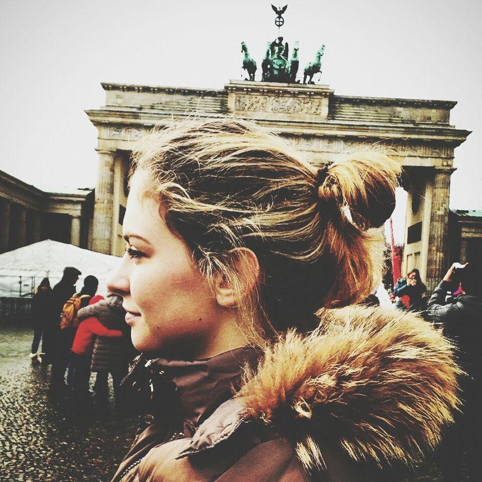 Berlin Branderburgertor Russiangirl Selfie