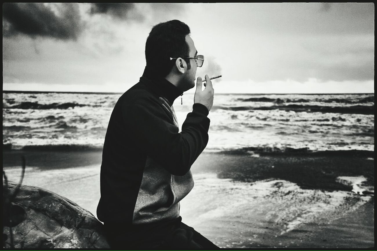 دریا تو میدونی که جای پای ما کجا بوده😢😢😢😢 Sea Beach Smoking Portrait Classic Khezer Shahr