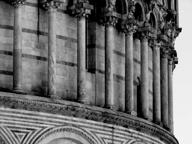 La fila Column Columns Pisa Architecture Architecture_bw Architecturelovers Bnw Bnw_society Bnwphotography Bnw_europe Bnw_shot