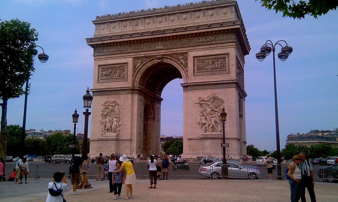 Tourism Architectural Detail Architecture Architecture_collection Tourist Attraction  Paris Paris ❤ Paris, France  Tourists Summer In Paris Archdetriomphe Arc De Triomphe Arcdetriomphe Champs-Élysées  Champselysées Champs Elysees