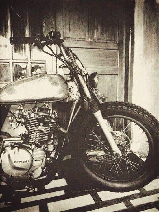 Custom Bikes Kawasaki Kawasaki Kz200 Bobber Custom Motorbike Customculture