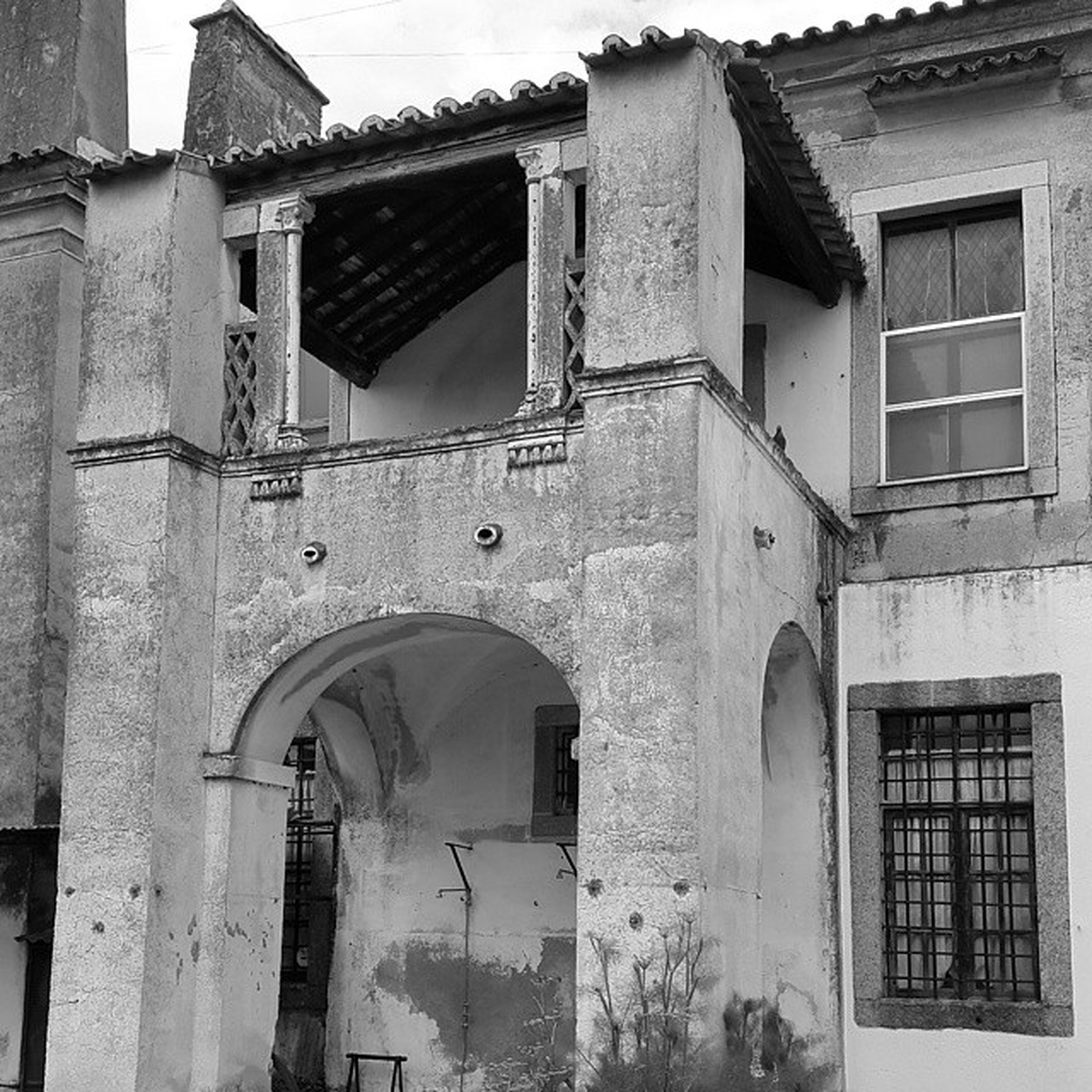 architecture, building exterior, built structure, window, house, door, low angle view, residential building, old, residential structure, building, arch, day, outdoors, weathered, no people, entrance, facade, closed, wall