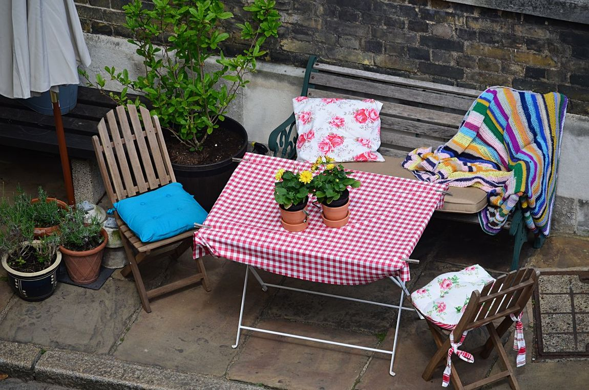 Chairs around a table for al fresco picnic in London Al Fresco Arrangement Chair Day Empty EyeEm Best Shots Furniture Multi Colored No People Outdoors Picnic Pjpink Table A Bird's Eye View London Lifestyle Adapted To The City EyeEm LOST IN London