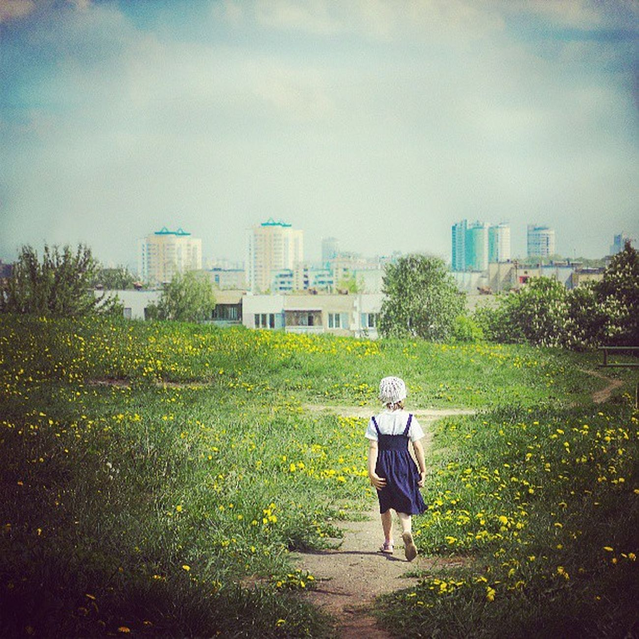 Об одиночестве Minsk Cityminsk Minskcitylife Girl urban sky mood instamood green childhood cute picoftheday
