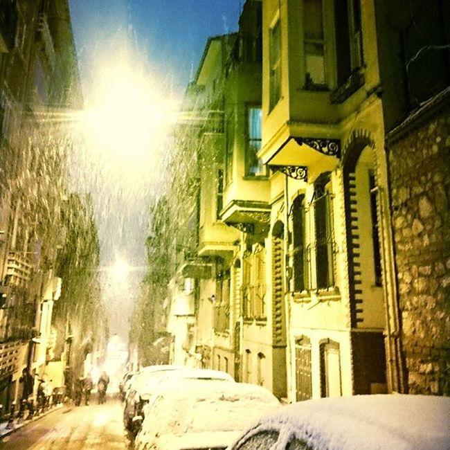 Ve anlarım ki mümkün değildir, güneşsiz ve hüzünsüz benim var olmam.Doragabe Winter Istanbulmoments Frist Snow NewYear