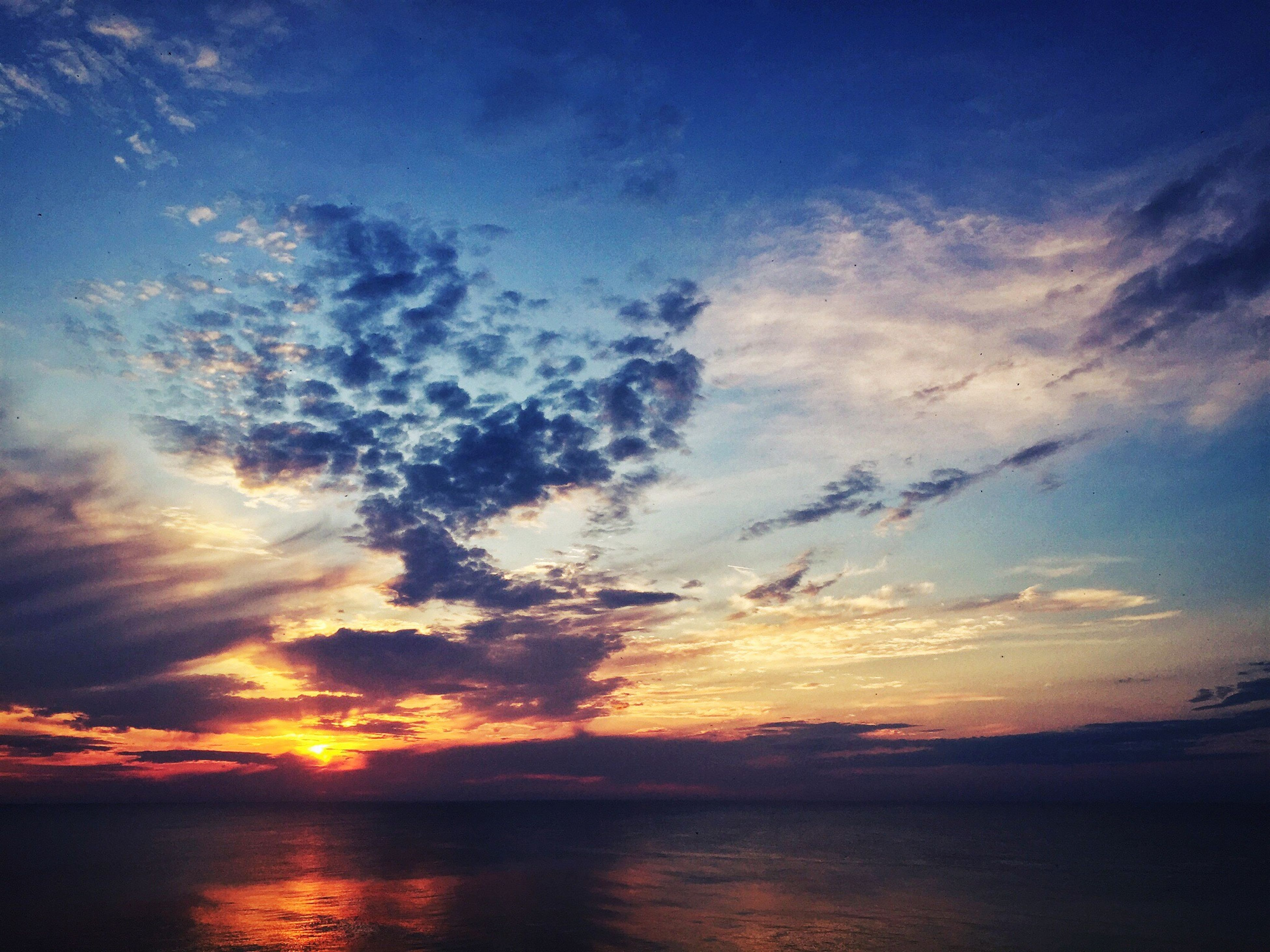 Sunset Scenics Beauty In Nature Sky Nature Tranquil Scene Sea Water Idyllic Tranquility Reflection Silhouette No People Horizon Over Water Outdoors clouds