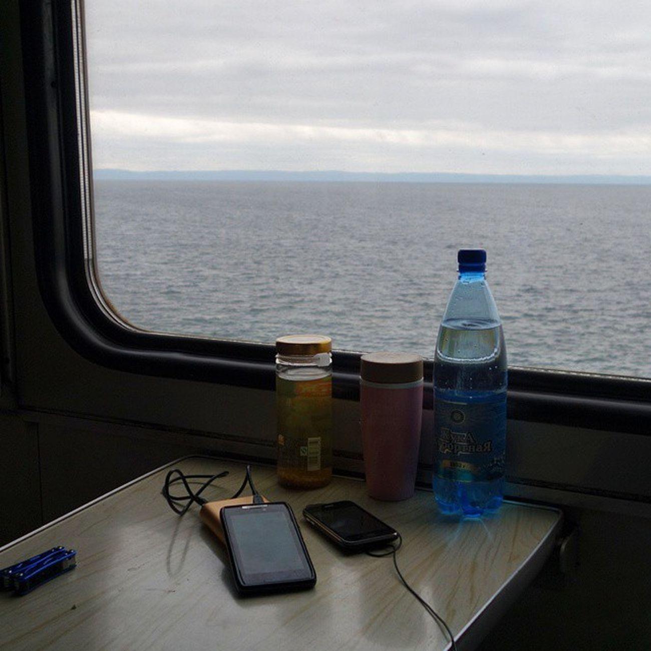 기차에서 한 숨 자고 일어나니 창 밖에 수평선이 펼쳐졌다. 바이칼 이다.