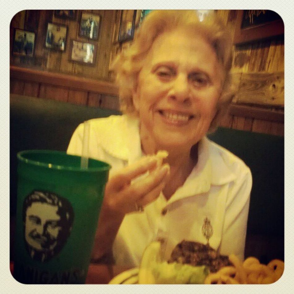 Beer +Burger with Greatgrandma ; she got Water , tho lol BeerTuesday Cheeseburger Flanigan's Family AmstelLight