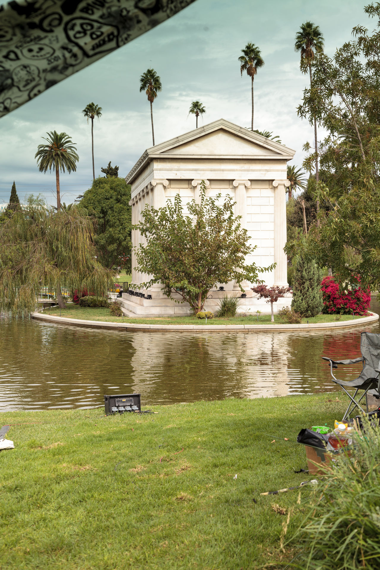 Los Angeles, CA, USA - October 29, 2016: Grounds of the Hollywood Forever Cemeteray during Dia de los Muertos, Day of the dead, in Los Angeles. Editorial use only. All Saints Day Cemetery Commemorate Day Of The Dead Death Dia De Los Muertos Garden Grave Hollywood Forever Cemetery Los Angeles, California Mausoleum Park