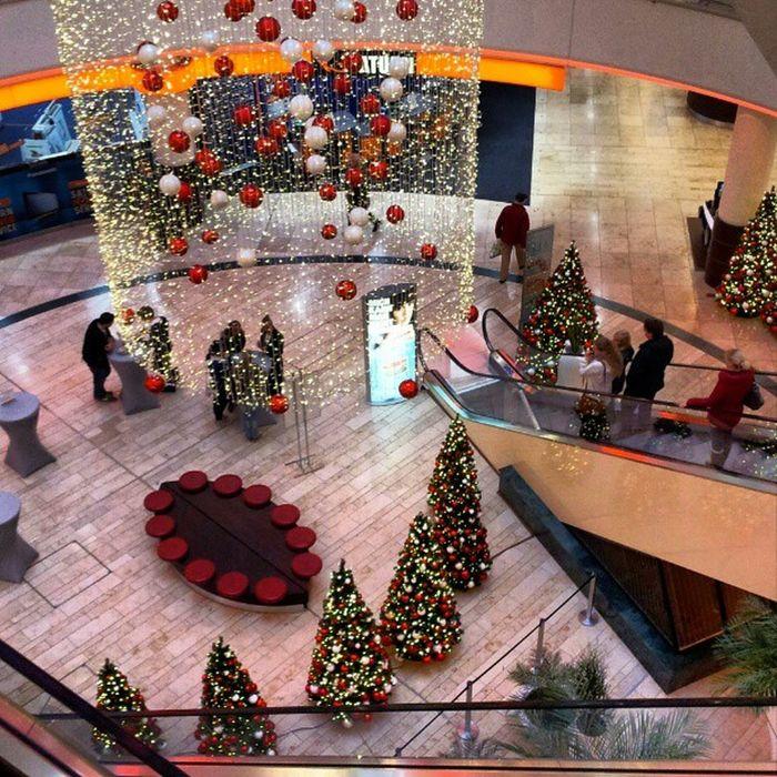 Ach, bald schon Weihnachten? Spätestens jetzt merkt man es. #xmas #Shopping #mall Shopping Xmas Mall