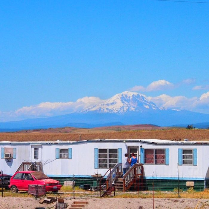 Volcanoes This little house on the prairie has rooms with a view! Mt.adams Washington State Trailerpark Traveling Untold Stories Deserts Around The World EyeEm Best Shots - Landscape Landscape_Collection Landscape_photography The Architect - 2016 EyeEm Awards The Street Photographer - 2017 EyeEm Awards