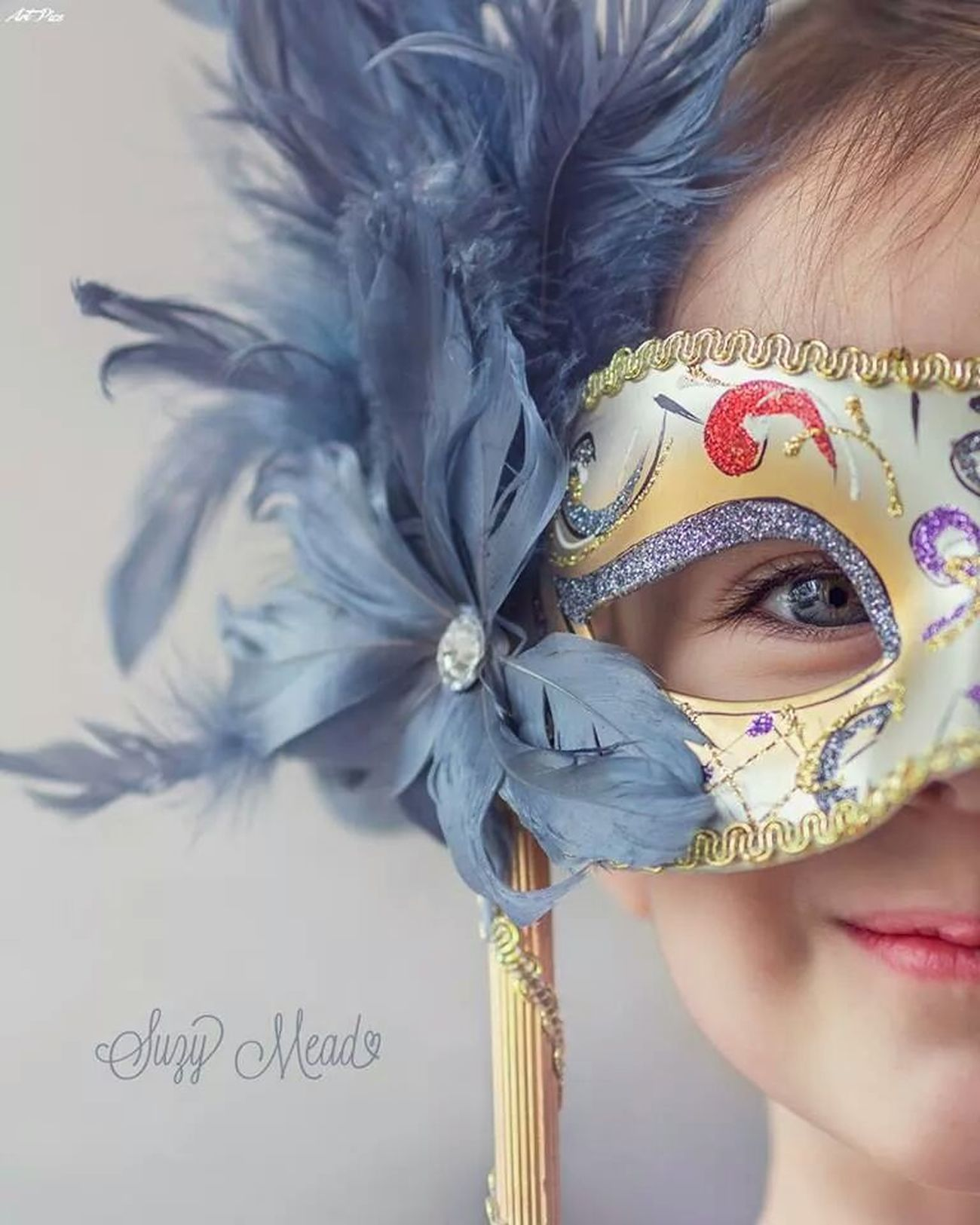أبداع WOW Cute Girl With Mask