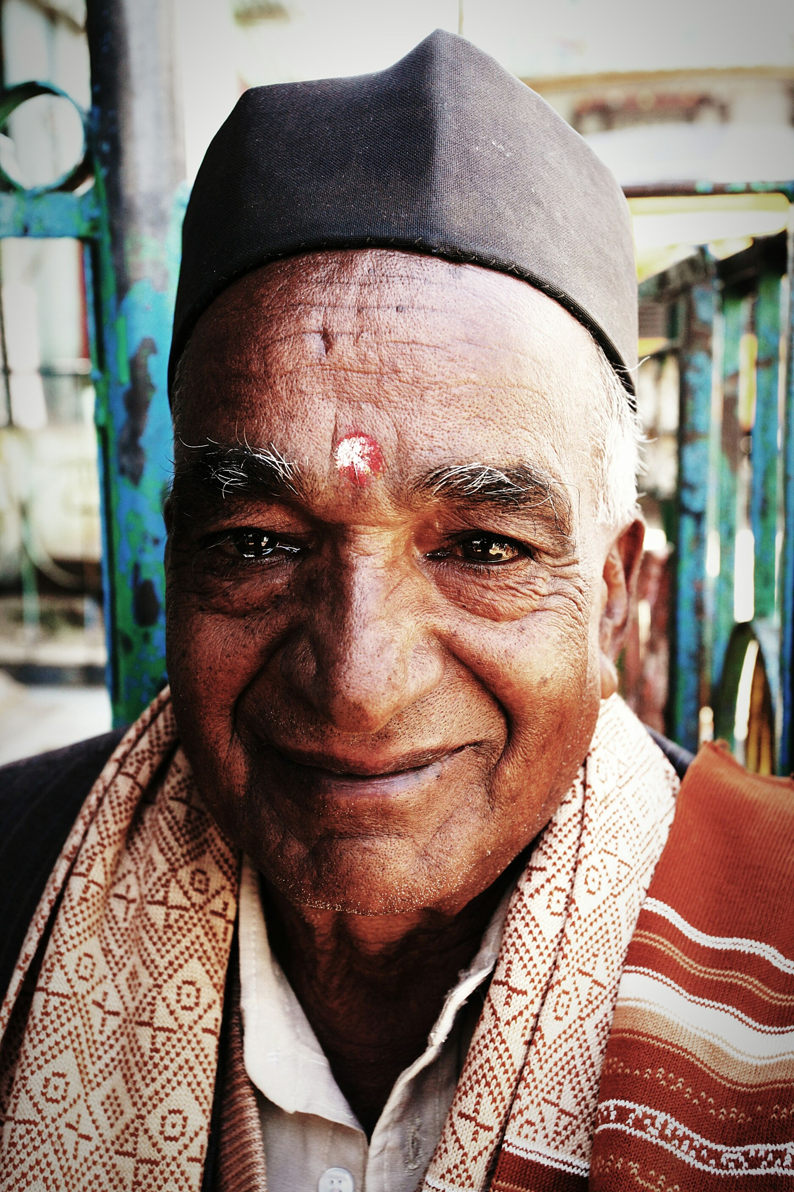 real people, senior adult, looking at camera, one person, portrait, front view, senior men, lifestyles, leisure activity, focus on foreground, headshot, close-up, human face, outdoors, day, turban