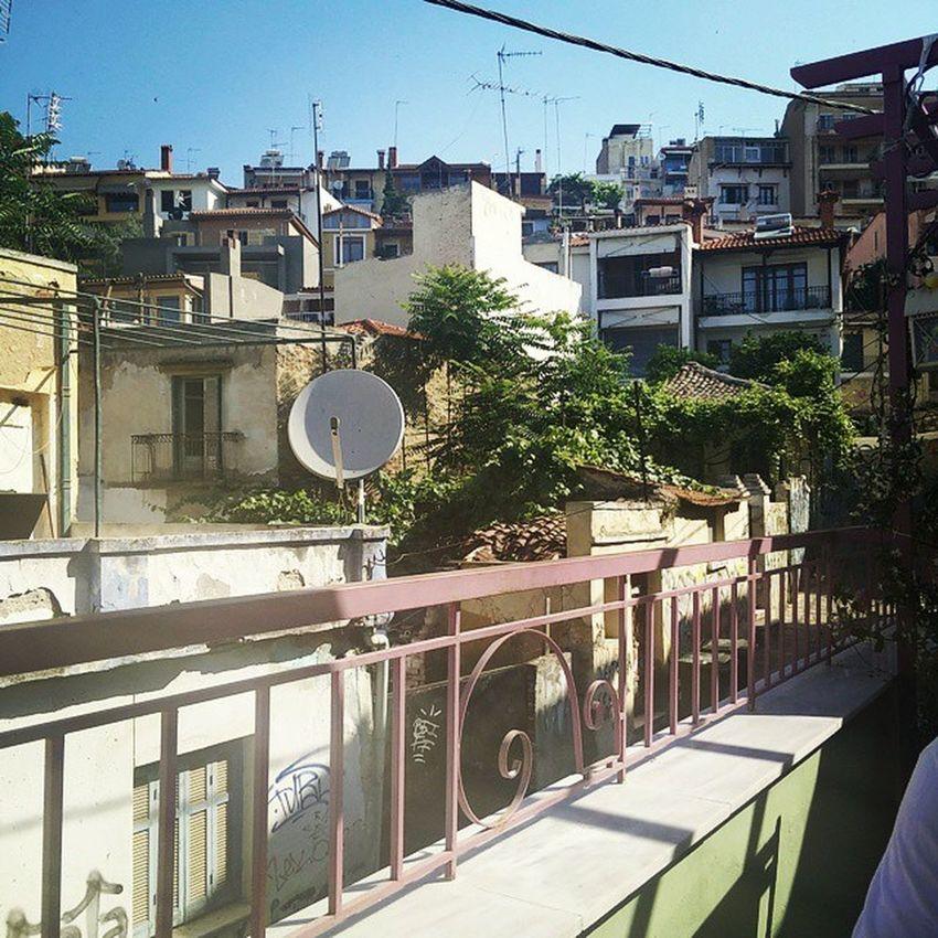 Les vacances. Thessalonique Oldquarter Littlebighouse Sun holidays friends trip