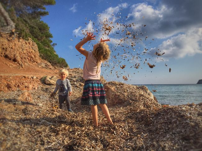 Kids throwing seaweed Kids Throwing  Seaweed Beach Blonde Playing Children Siblings Natural Play Play Childhood Nature Freedom People Of The Oceans
