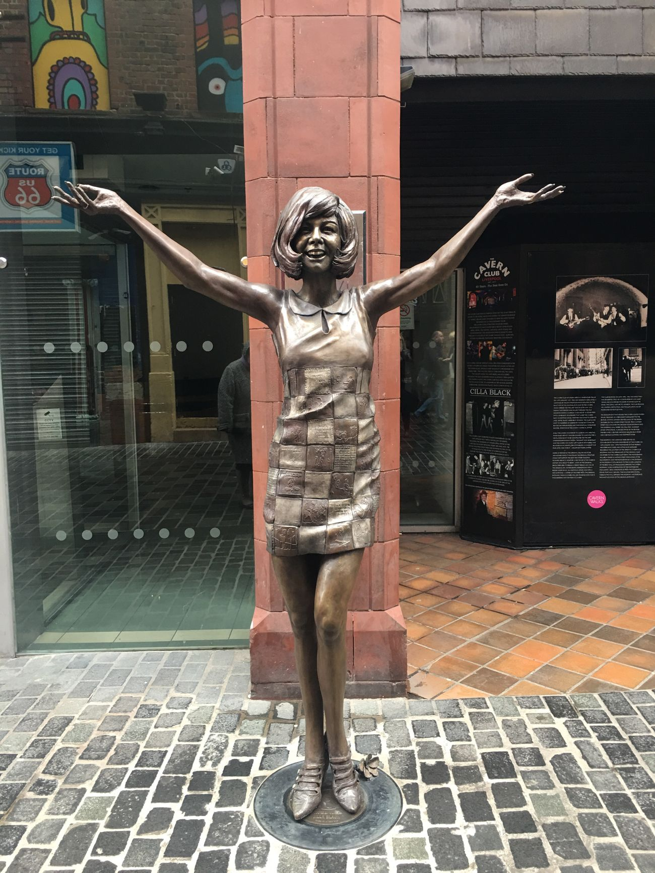 Cilla statue Mathew st Liverpool Cavern Club
