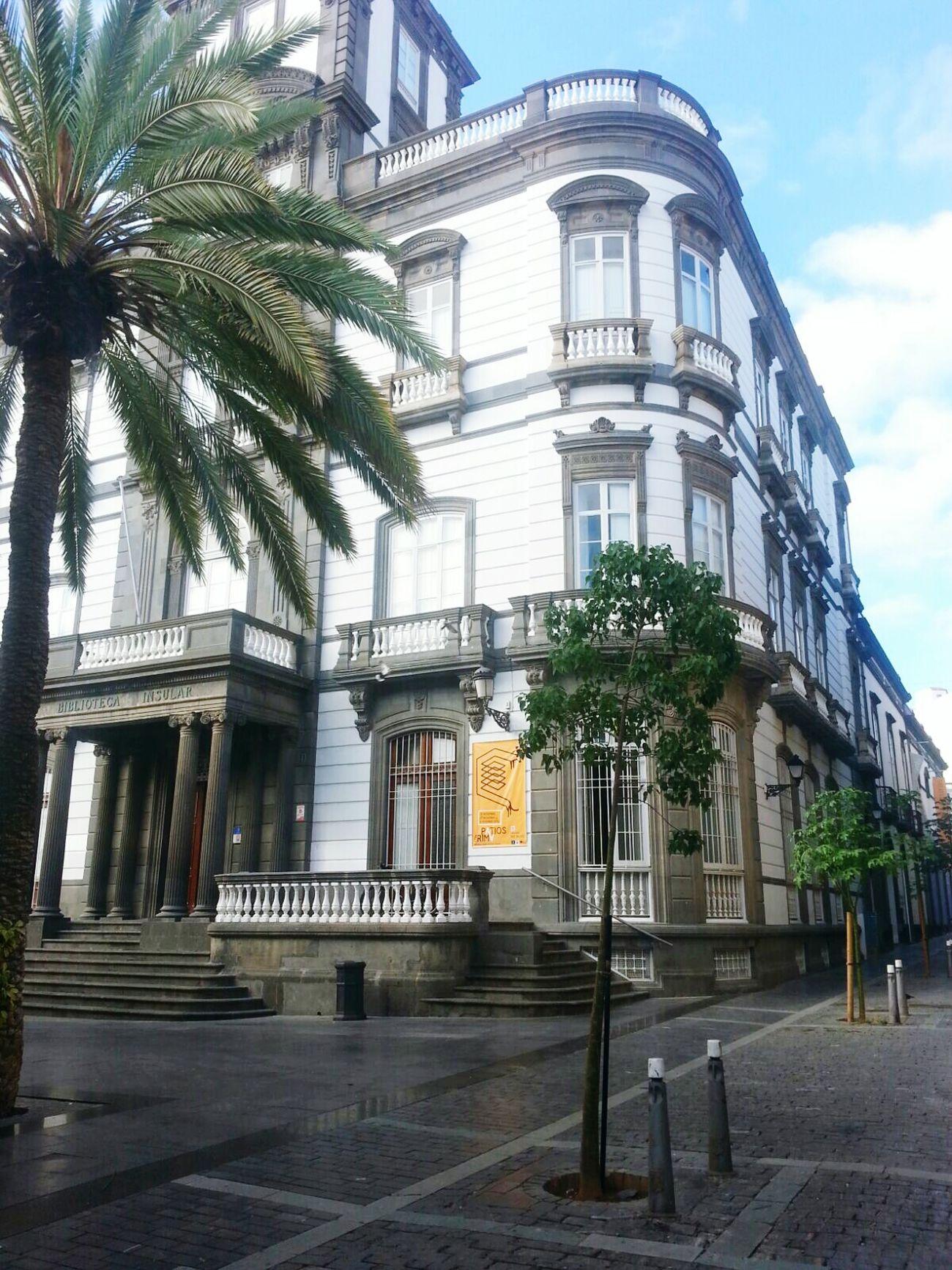 Biblioteca Insular de las Ranas Biblio Beautiful Place