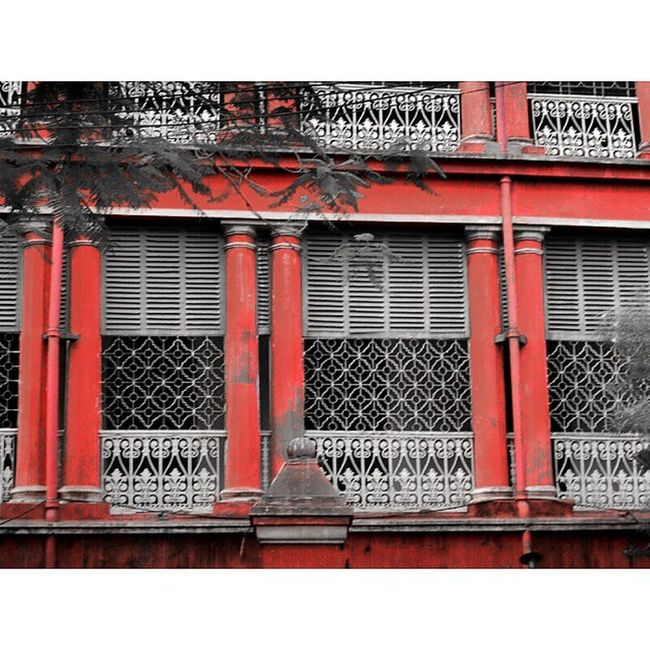 Chatu Babu-Latu Babur bari... One of the famous heritage building in North Kolkata. Now it is given rent to any sorts of occasion. . . Shot during KolkataInstameet Theme Doors, Locks and Windows Wwim11 Wwimkol11 Kolinstameet Northkolkata BritishRaj Heritage Occasion Streetphotogrphy Streetsofkolkata _soi _cic Windows Colorpick Onlyred Onlyinbengal Oyeitsindia Calcuttacacophony Sony Pointnshoot Whywealllovecalcutta Indiapictures ictures IP_Red