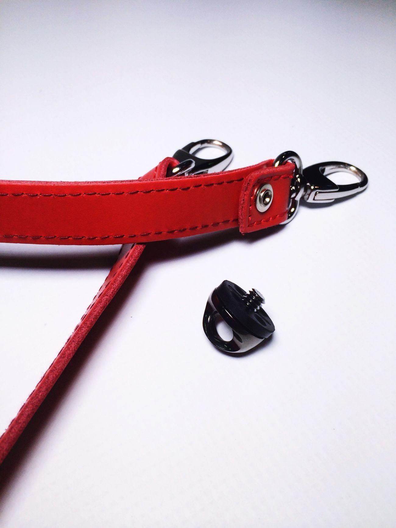 Busca tu propio estilo #retro #vintage Elige la manera de llevar tu #camera #longstrap #correa #review #nosvemosenlastiendas . Elige la opción que más se ajusta a tus necesidades #leather ? #nanodelarosa #whynot Camera Longstrap Shopping