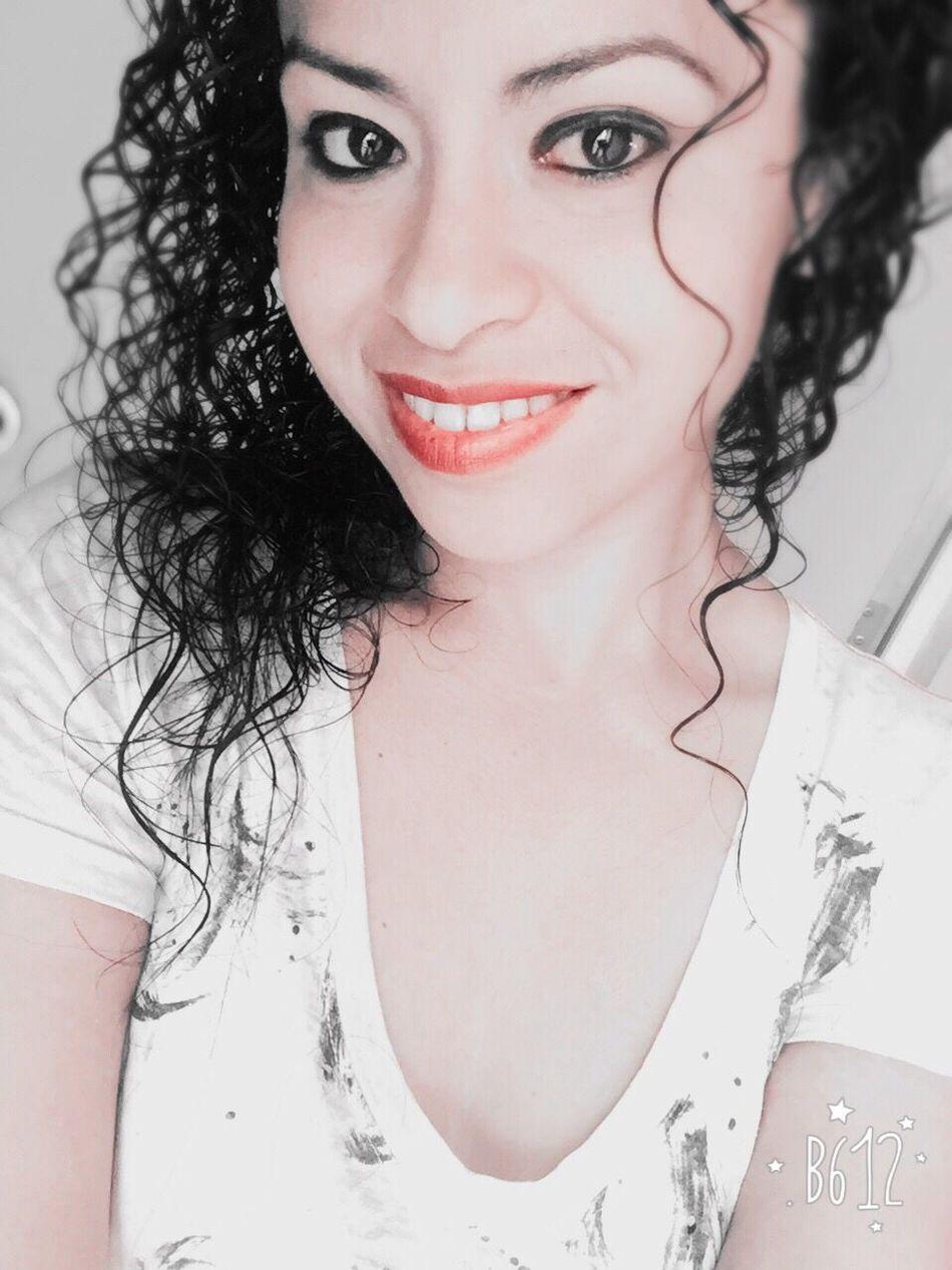 Sonrisa Selfie Love Curls LoveMe Feliz Contenta Monterrey Xoxo Woow Pretty Pretty Girl Kiss Me Kiss ♥ MeAmo. <3 Smile❤