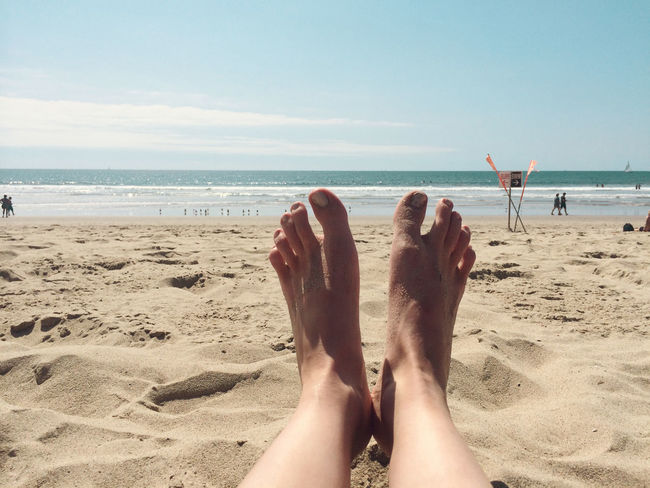 Pés Barefoot Beach Beauty In Nature California Coastline Feet Horizon Over Water Leisure Activity Lifestyles Nature Outdoors Personal Perspective Relaxation Sea Sky Summer Summertime Sunlight Tourist Tranquil Scene Tranquility Vacations Venice Beach Water