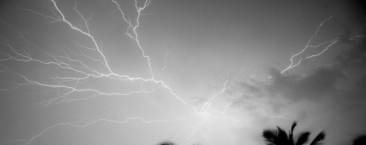 Lightning Strikes Sunset #skyporn #cloudporn # Bestskyever #gorgeous # Beautiful #stunning Skyporn Schattenspiel