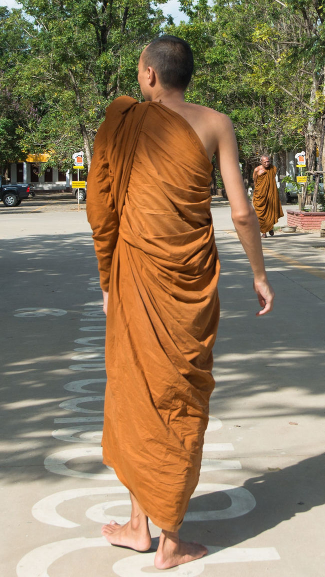 Buddhism Buddhist Carefree Eye4photography  EyeEm From Behind From Behind... From My Point Of View Full Length Monk  Monks Person Real People Religion Religion N Faith Religious