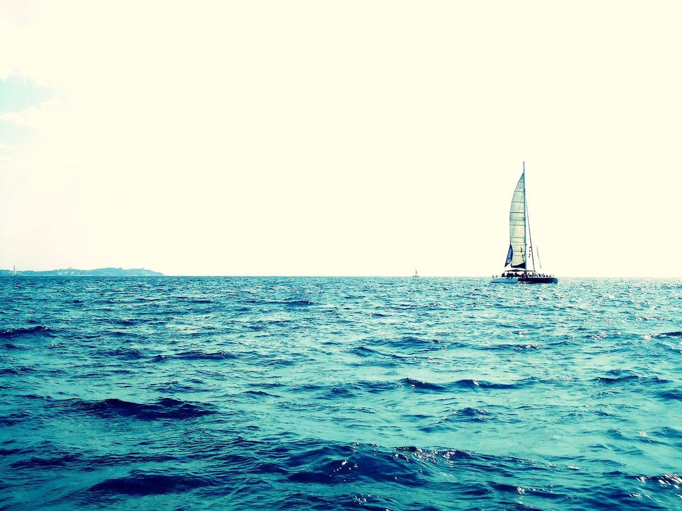 sea, water, nautical vessel, waterfront, transportation, horizon over water, mode of transport, boat, sailing, rippled, sailboat, clear sky, blue, scenics, beauty in nature, tranquil scene, copy space, tranquility, nature, seascape