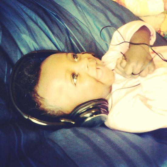 she love music[]