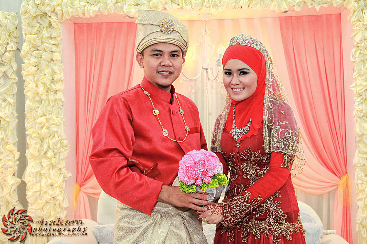 Majlis Perkahwinan Hatta & Sahida. More pictures at www.facebook.com/hakamphotography Wedding Perkahwinan Bridal Photographer