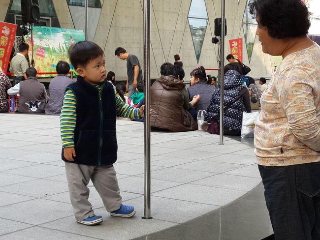 Staring.. Kid vs Grandma something wrong?