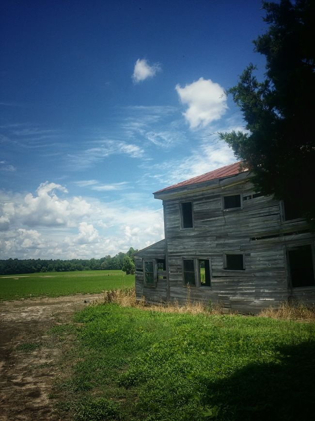 Alone with my thoughts... Relaxing Check This Out Architecture Abandoned Eyeem Abandonment Rurex Virginiaisforlovers Rural Exploration Countryside Backroad Photography Gettyimages Mood Captures Atmospheric Clouds And Sky Rural America Home Is Where The Art Is