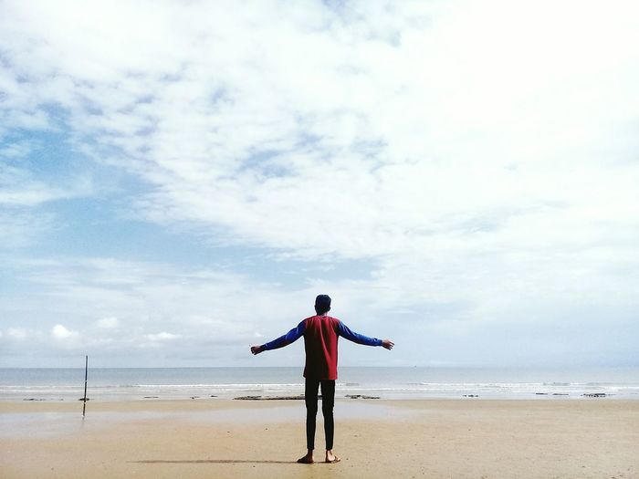 Beach Sand Horizon Over Water Sea One Man Only Sky Standing Cloud - Sky One Person Summer Full Length Water Outdoors People Lost In The Landscape