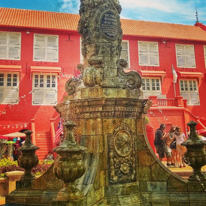 Victoriaregina Redbuilding Fountain My Country In A Photo