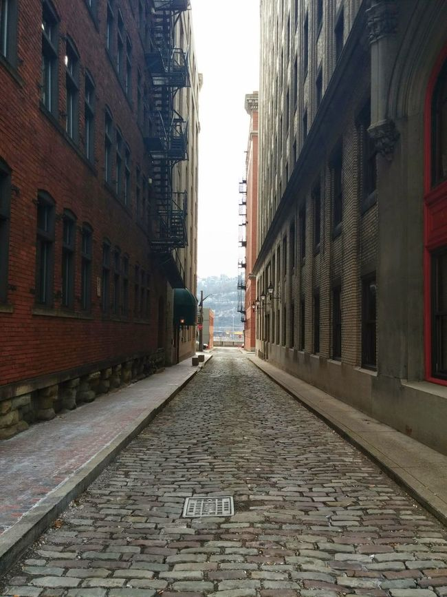 Downtown Pittsburgh Cobblestone Streets Buildings Pathway Taking Photos That Shot Findingthebeauty Finding The Beauty Downtown Pittsburgh