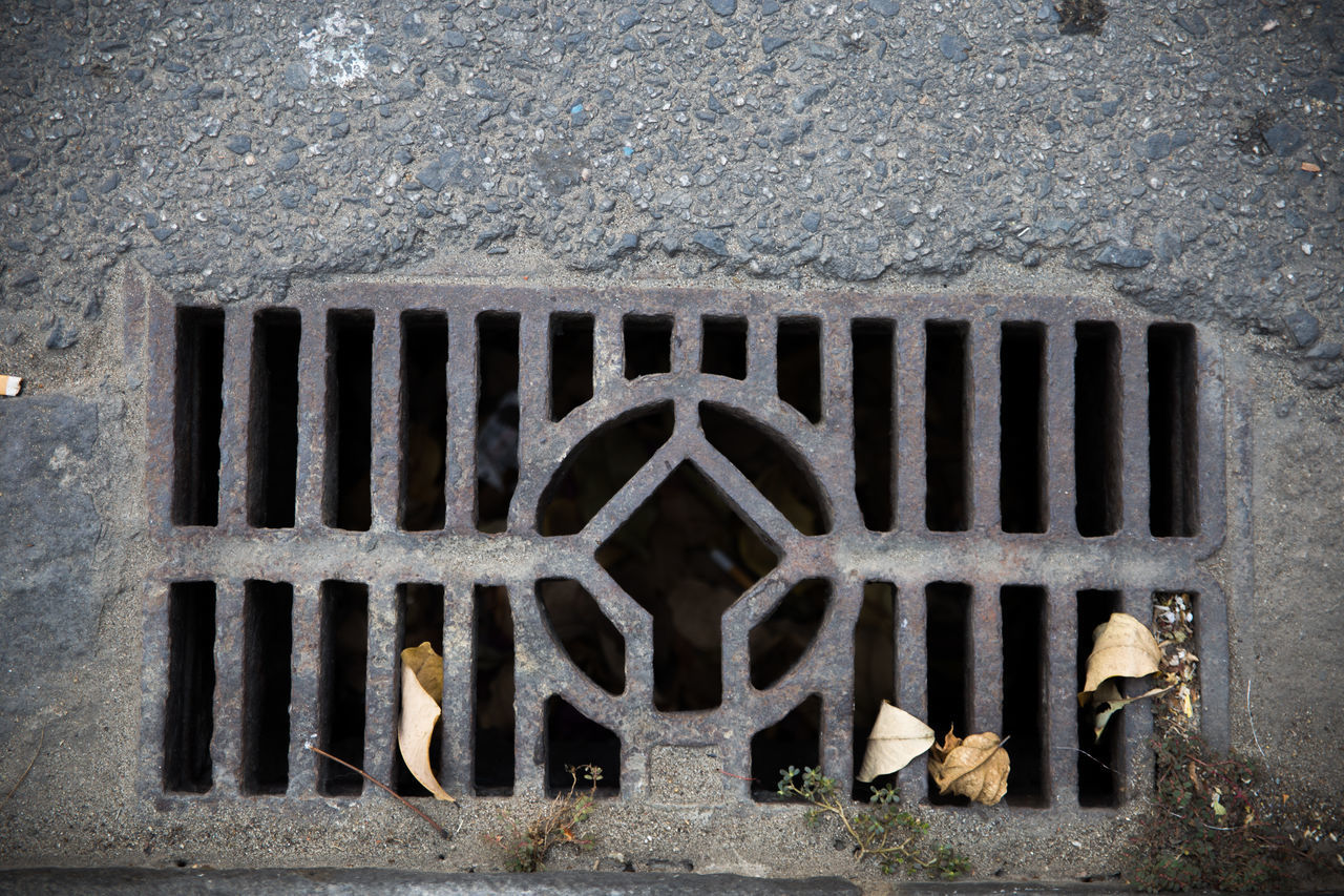 sewer, sewage, gutter, manhole, outdoors, metal grate, day, architecture, no people